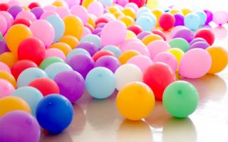 Украсить праздник шариками