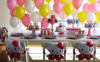 Украсить комнату воздушными шариками